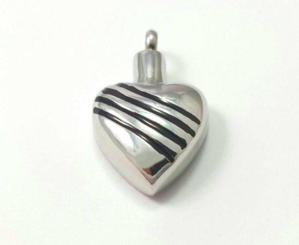 Colgante para cenizas con forma de corazón grabado con rayas