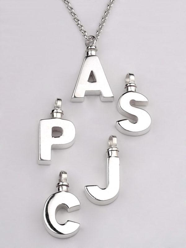 Colgante-cenizas-plata-letras-cadena