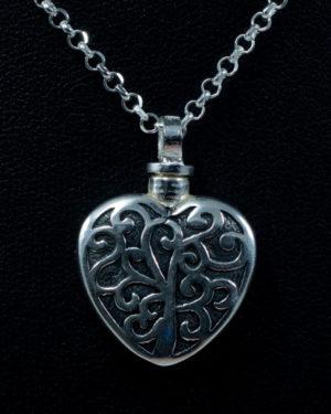 colgante-cenizas-plata-corazon-grabado-fondo