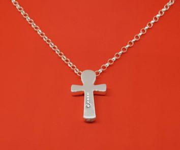 joya-para-cenizas-cruz-plata-incrustaciones