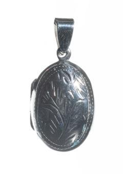 relicario-plata-ovalado-tallado